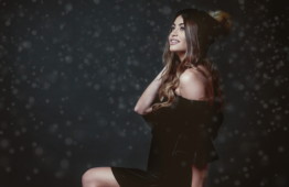 "EMMA MUSCAT esce ""Moments Christmas Edition"""