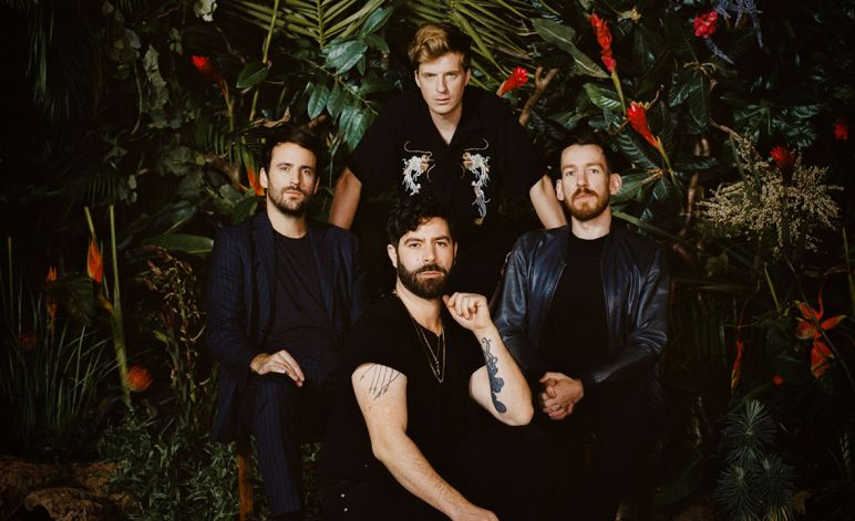 FOALS tornano con due album