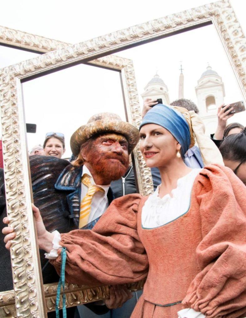 LAURA PAUSINI e BIAGIO ANTONACCI flash mob in Piazza di Spagna a Roma