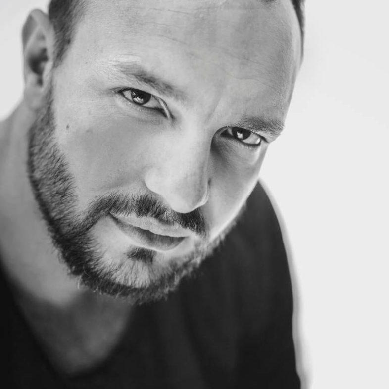 Intervista: cantautore, compositore e attore cantante il mondo di ANTONIO CARLUCCIO