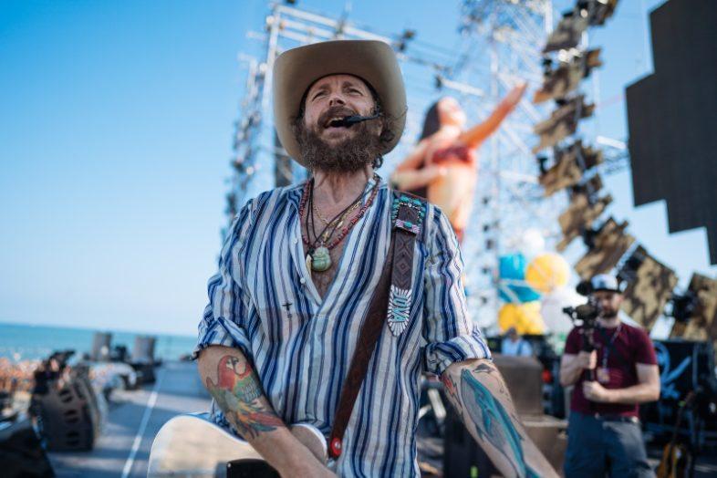 JOVANOTTI: ll JOVA BEACH PARTY è un'enorme gigantesca figata!
