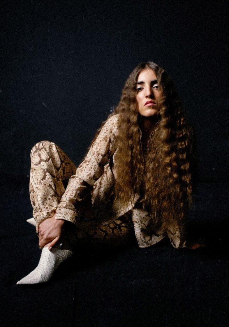 "JOAN THIELE: ""Puta"" il nuovo singolo"