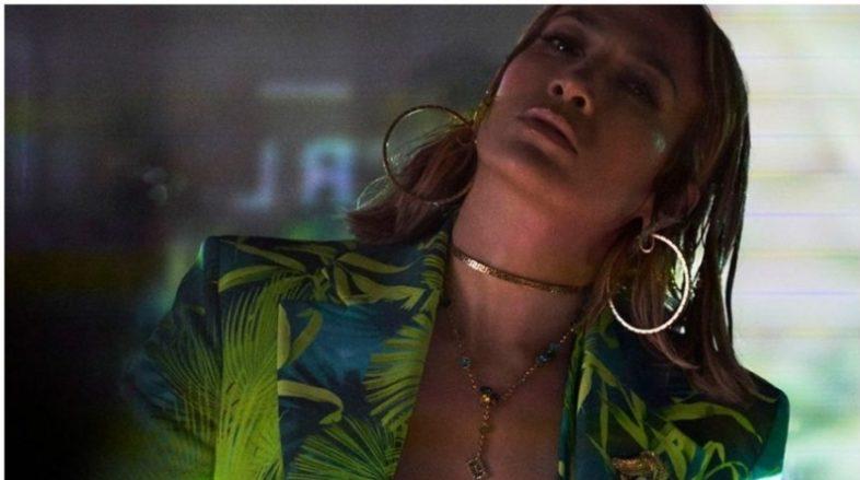 JENNIFER LOPEZ è il nuovo volto della Campagna SS20 Versace