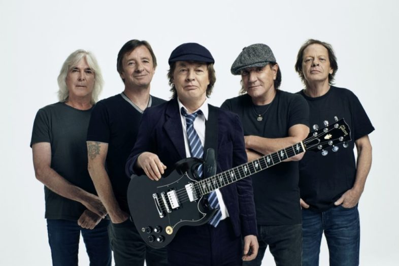 "Video e Testo: AC/DC – ""Shot In The Dark"""