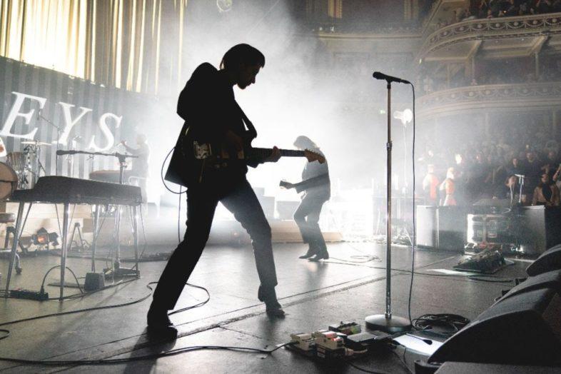 "ARCTIC MONKEYS in arrivo l'album live benefico ""Arctic Monkeys – Live At The Royal Albert Hall"""