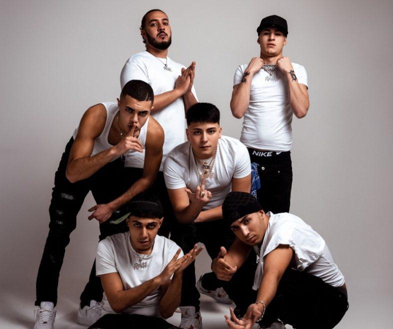 """RM4E la crew composto da Rondodasosa , Neima Ezza, Sacky, Keta, Kilimoney, Vale Pain. Il video di """"SEVEN 7oo"""""""