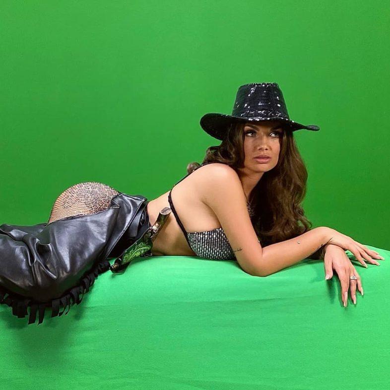 """Video e Testo: ELETTRA LAMBORGHINI – """"Pistolero"""""""